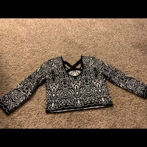 Long sleeve crop top black and white